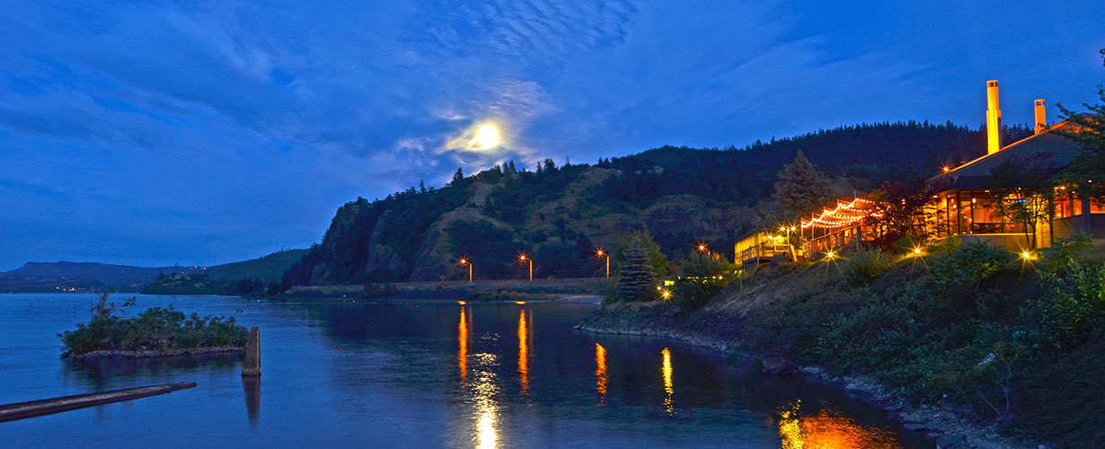 Hood River Inn moonrise